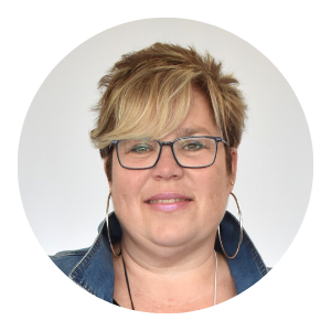 Donna Pinsonneault, partner and CFO of She's Got Leggz, brings her leadership, number skills and sense of humour to the team!